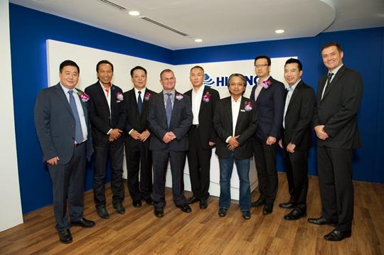(2015年10月23日,上海)2015年10月21日,海隆集团旗下海隆海洋工程(香港)有限公司与Barakah Offshore Petroleum Berhad全资子公司PBJV Group Sdn Bhd于吉隆坡签署合作备忘录,双方将在海上结构物运输及安装、海上铺管,以及海洋油气开发相关项目的设计、采购、安装和调试等方面展开合作。这标志着海隆在国际化进程以及海洋工程发展上又向前迈进了一步。 海隆集团执行总裁汪涛表示,PBJV拥有Petronas执照和广泛的本地资源网络,而海隆在强大的海工装备、优秀的